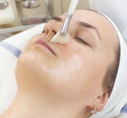 women getting mandelic acid peel in toronto